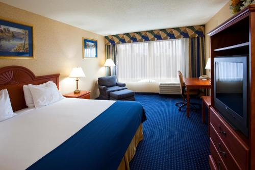 Holiday Inn Express Syracuse Airport Photo
