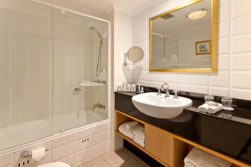 Radisson Hotel & Suites Sydney photo 6