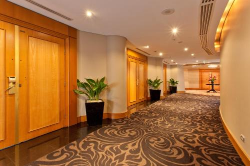 Radisson Hotel & Suites Sydney photo 13