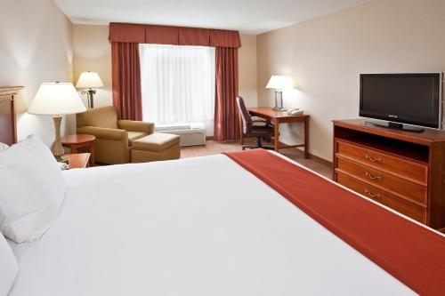 Holiday Inn Express Hotel & Suites Grand Blanc Photo