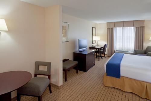 Holiday Inn Express Hotel & Suites Rochester Photo