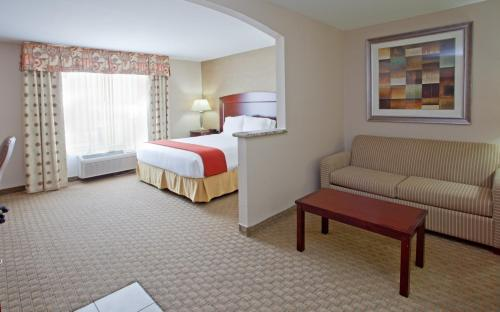 Holiday Inn Express Hotel & Suites College Station Photo