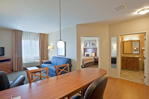 Candlewood Suites Portland Airport Photo