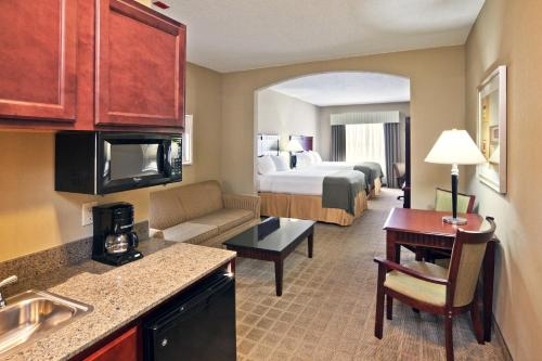 Holiday Inn Express Hotel & Suites Shawnee I-40 Photo