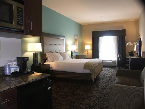 Holiday Inn Express & Suites - Cleveland Northwest Photo