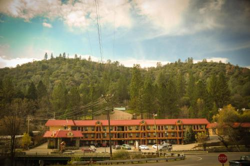 Best Western Plus Yosemite Way Station Photo