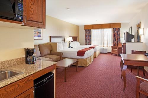 Holiday Inn Express Hotel & Suites Tooele Photo