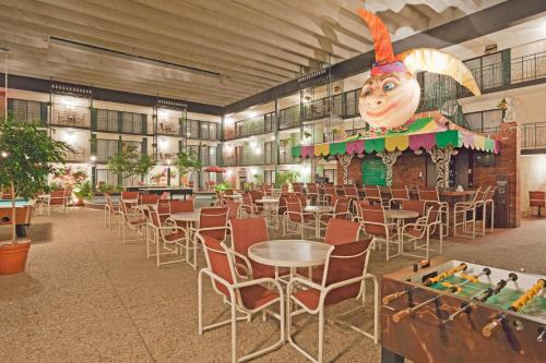 Holiday Inn Perrysburg French Quarter Photo