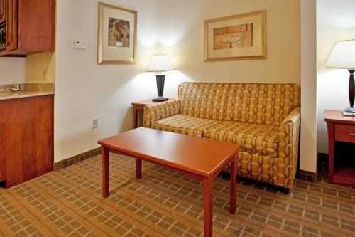 Holiday Inn Express Hotel & Suites Hardeeville - Hilton Head Photo