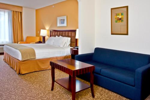 Holiday Inn Express Hotel & Suites Brooksville-I-75 Photo