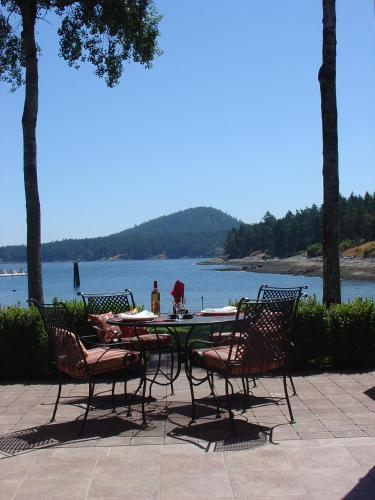 Galiano Oceanfront Inn & Spa Photo