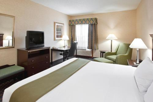 Holiday Inn Express Hotel & Suites Delaware-Columbus Area Photo