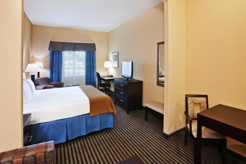Holiday Inn Express Hotel and Suites Okmulgee Photo