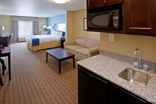 Holiday Inn Express Hotel & Suites Shelbyville Photo