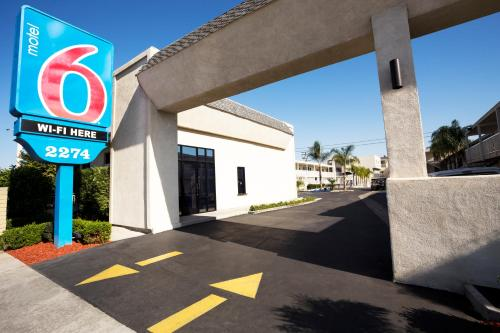 Motel 6 Newport Beach Photo
