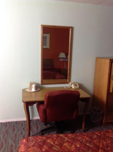 Economy Inn - Granite City Photo