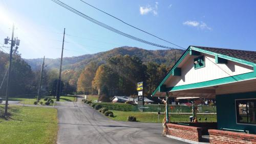 Scottish Inn Maggie Valley Photo