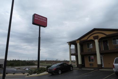 Economy Inn & Suites Joplin Photo