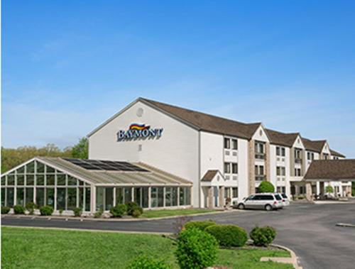 Baymont Inn & Suites - Sullivan Photo