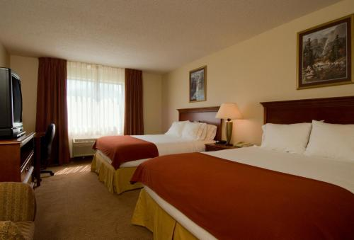 Holiday Inn Express Hotel & Suites Warsaw Photo