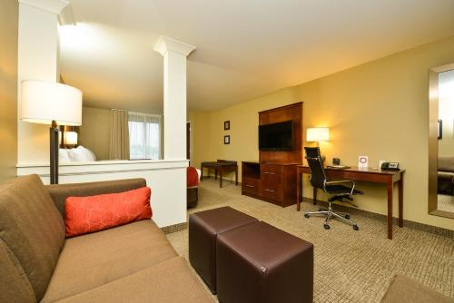 Comfort Suites Fargo Photo