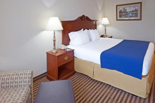 Holiday Inn Express Hotel & Suites Waxahachie Photo