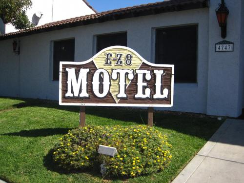 EZ 8 Motel Old Town Photo