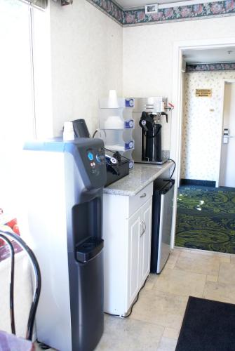 Americas Best Value Inn Siliconway Photo