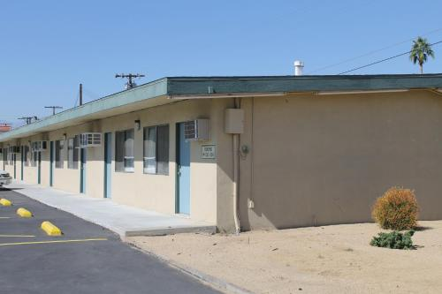 Indio Holiday Motel - Indio, CA 92201
