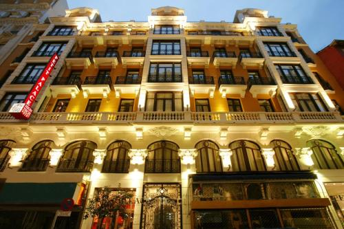 Photo of Petit Palace Ducal Chueca hotel in