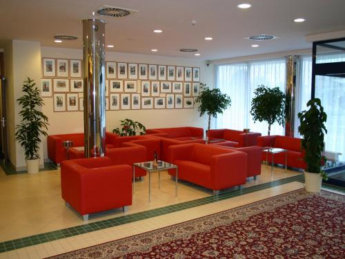 Ramada Airport Hotel Prague photo 5