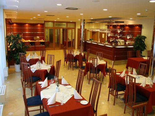 Ramada Airport Hotel Prague photo 6