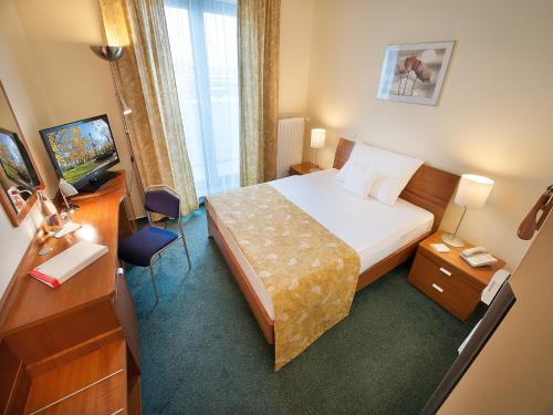 Ramada Airport Hotel Prague photo 16