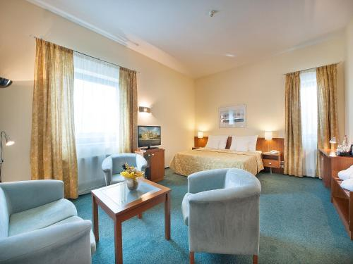 Ramada Airport Hotel Prague photo 25