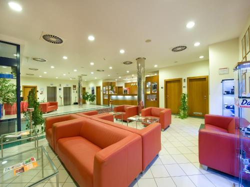 Ramada Airport Hotel Prague photo 28
