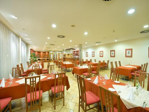 Ramada Airport Hotel Prague photo 29