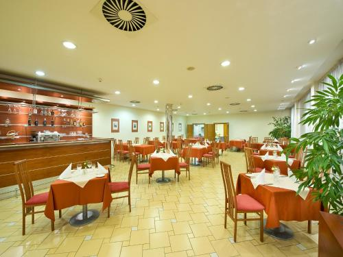 Ramada Airport Hotel Prague photo 30