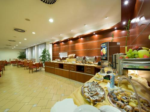 Ramada Airport Hotel Prague photo 34