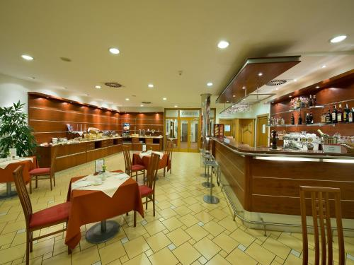 Ramada Airport Hotel Prague photo 35