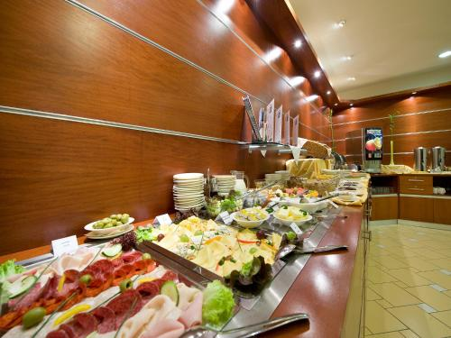 Ramada Airport Hotel Prague photo 37