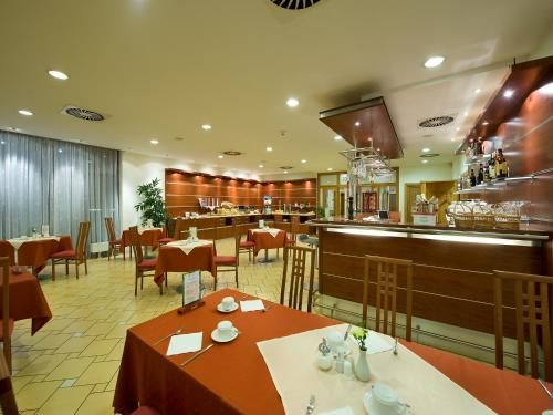 Ramada Airport Hotel Prague photo 38