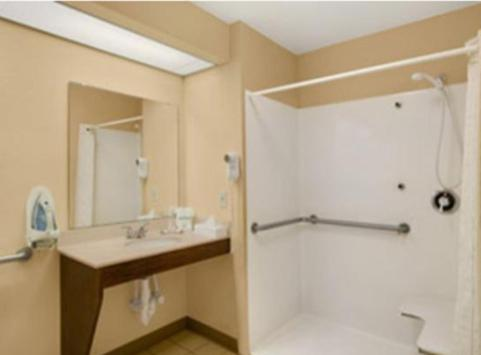 Baymont Inn and Suites - Grenada Photo
