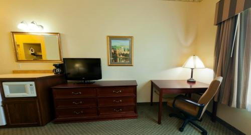 Country Inn & Suites Saint Cloud East Photo