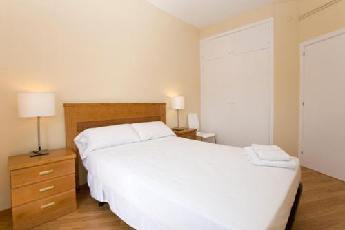 Hotel Rent4days Plaza España Apartments thumb-4