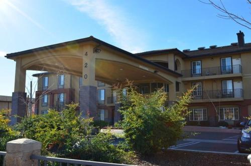 Best Western Plus Country Park Hotel - Tehachapi, CA 93561