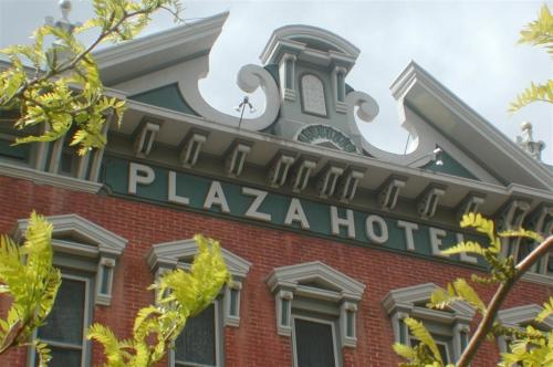 Historic Plaza Hotel Photo