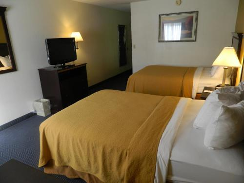 Quality Inn and Conference Center Somerset Photo