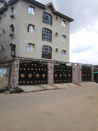 Oragon Hotel & Suites Photo