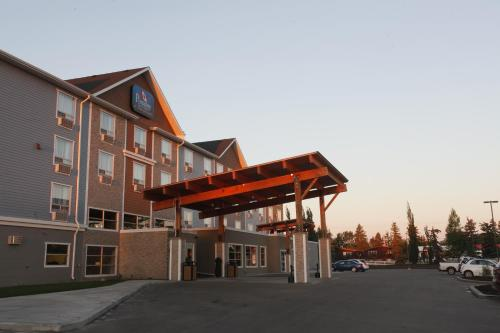 Pomeroy Inn & Suites at Olds College Photo