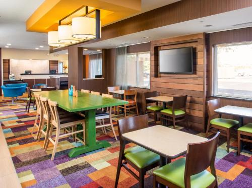 Fairfield Inn & Suites Peru - Peru, IL 61354